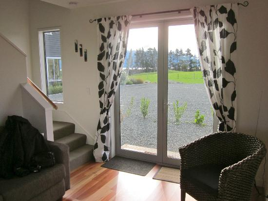 Dusky Ridges - Te Anau farmstay Bed and Breakfast: living room