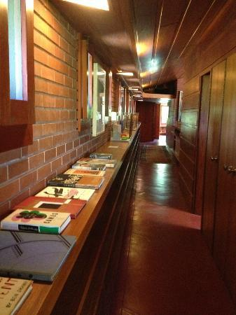 Fron hallway picture of frank lloyd wright house in - Interior design schools in st louis mo ...