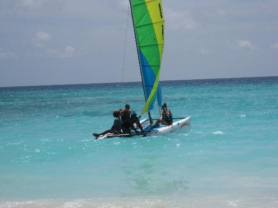 Turtle Beach by Elegant Hotels: sailing with cap sam's crew