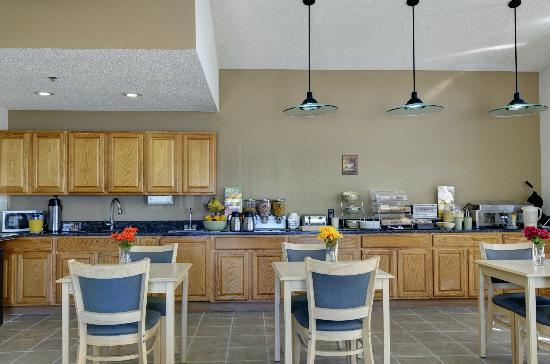Quality Inn Kewanee: Breakfast Area