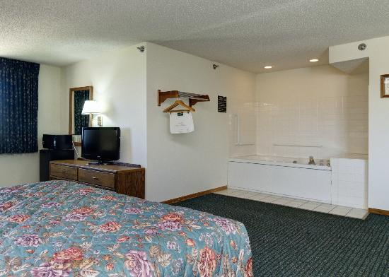 Quality Inn Kewanee: Master Suite Room