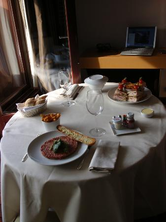 La Reserve Geneve Hotel &amp; Spa: room service