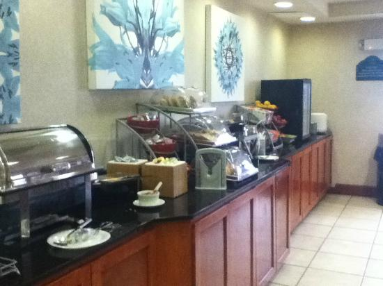 breakfast bar picture of wingate by wyndham allentown. Black Bedroom Furniture Sets. Home Design Ideas