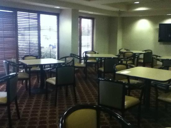 Wingate by Wyndham Allentown : dining area