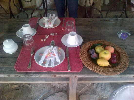Castello di Vicarello: Breakfast setting- Just the beginning!