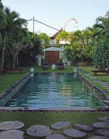 Villa chocolat: One of the two pools