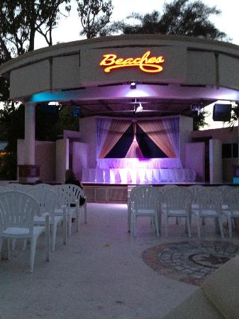 Beaches Ocho Rios Resort &amp; Golf Club: Main Stage
