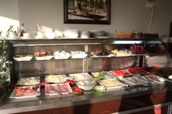 Artefes Hotel Istanbul: cheese and fruits were fresh and delicious