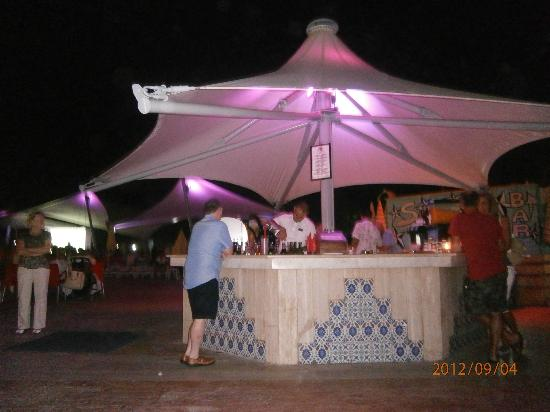 Richmond Ephesus Resort: The pool bar @ night