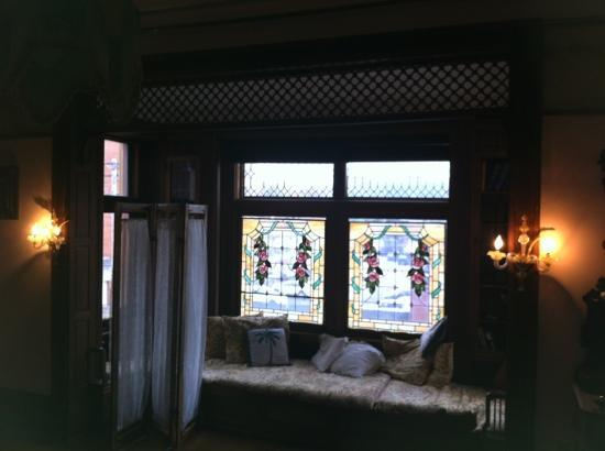 The Parador Inn of Pittsburgh: original master bedroom window seat