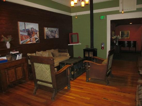 McCloud Mercantile Hotel: Seating area just outside our room and by coffee station.