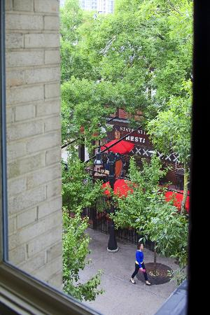 University Inn: View from room onto courtyard