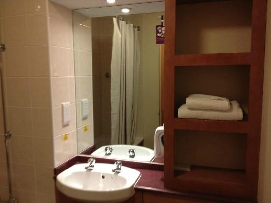 Premier Inn Taunton Central - North: Lavabo
