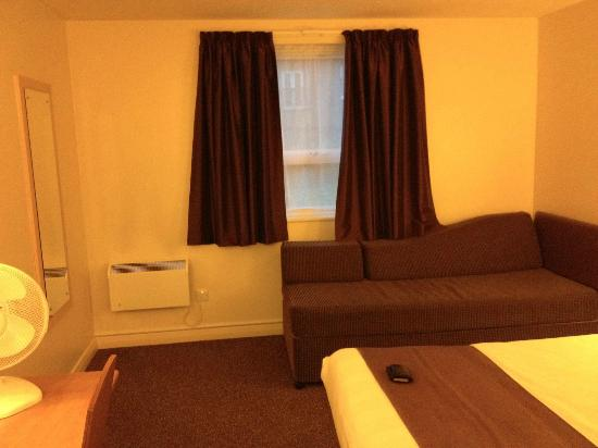 Premier Inn Taunton Central - North: Sofa