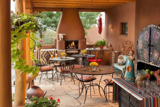 The Bobcat Inn: Patio dining area