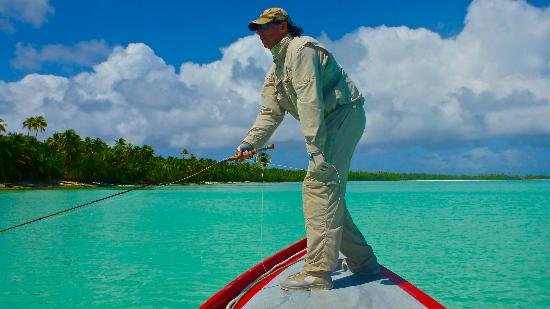 Aitutaki Escape: Flyfishing for Bonefish