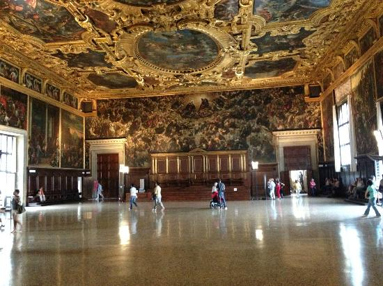 how long are guided tours in grand ducal palace