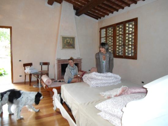 Sulle Orme di Dante Agriturismo: maria e silvia sansone in suite