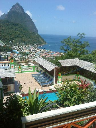 Villa des Pitons: View from the upper pool
