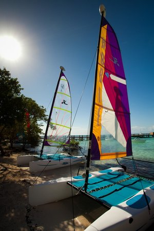 Hatchet Caye Resort: Sailing is one of the favorite past times