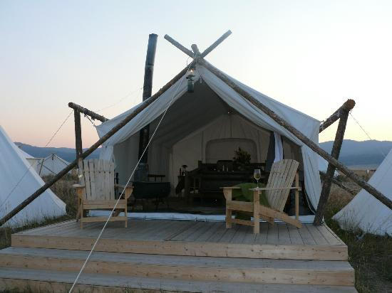 Yellowstone Under Canvas Photo: la nostra tenda dall'esterno