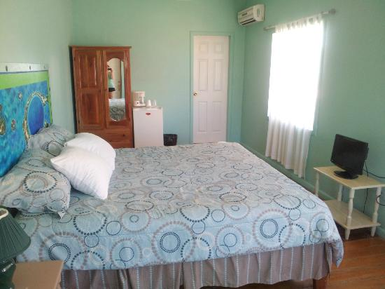 The Tides Beach Resort: room
