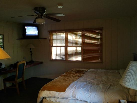 Post Oak Lodge: Room of 4 private bedroom and bath cabin