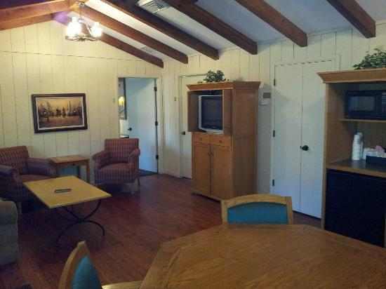 Post Oak Lodge: Living room of 4 BR cabin