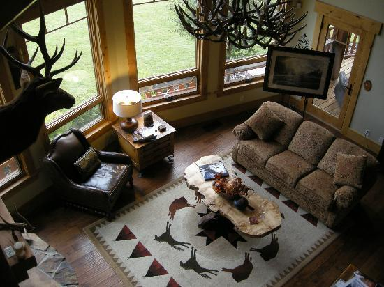 Lone Elk Lodge Bed &amp; Breakfast: Living room