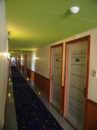 DG Grami Hotel: Hallway