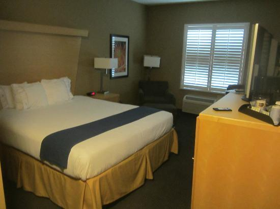 Holiday Inn Express & Suites Modesto-Salida: Room