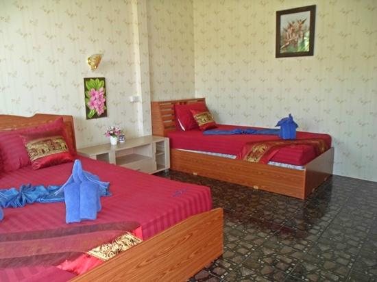 Nid&#39;s Bungalows: Deluxe Triple Family En-Suite