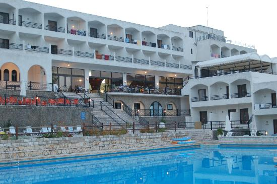 Hotel Magna Graecia: sea view rooms also over look the pool