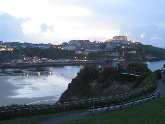 Tregella Hotel Newquay: Evening view from Balcony over Towan Beach