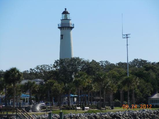 Jekyll Island Club Hotel: View of Lighthouse from Island