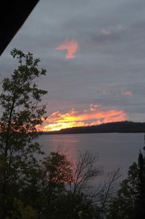 Cross River Lodge: Sunrise from the deck outside our room!