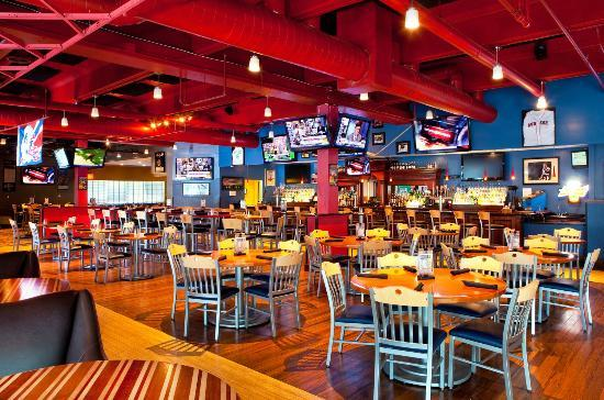 Crowne Plaza Boston Woburn: Scoreboard Sports Bar and Grill
