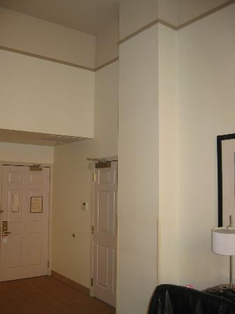 Residence Inn Milwaukee Downtown: Clean walls & rooms - Big & Airy!