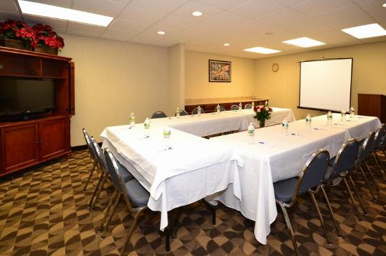 BEST WESTERN Concord Inn &amp; Suites: Meeting Room