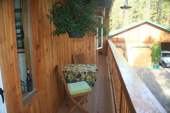Moss Mountain Inn: Private deck on the second floor.