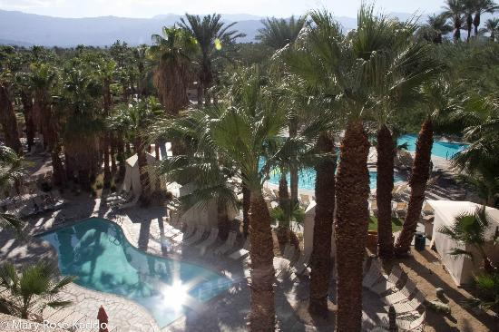 Hyatt Regency Indian Wells Resort & Spa: A view of the pool area from the terrace.