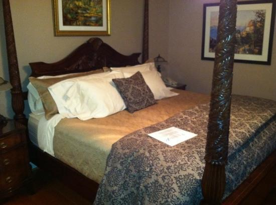 Inn at Blackberry Creek: cezzane room