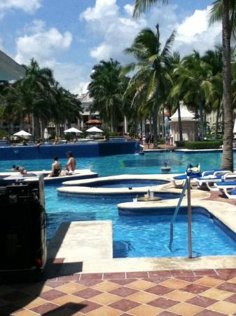 Hotel Riu Palace Riviera Maya: Pools