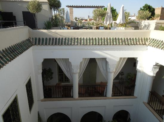 Riad Camilia: View across the rooftop