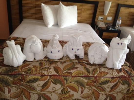Sandos Riviera Beach Resort & Spa : towel animals