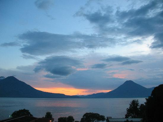 Porta Hotel Del Lago: Volcano sunset