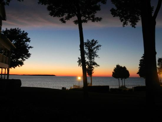 Westwood Shores Waterfront Resort: Sunset to remember