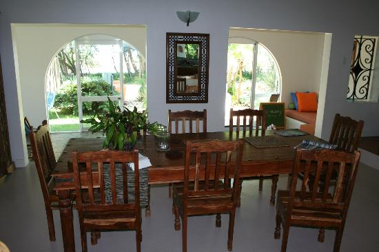 Newell Beach, Australia: view from dining area towards beach
