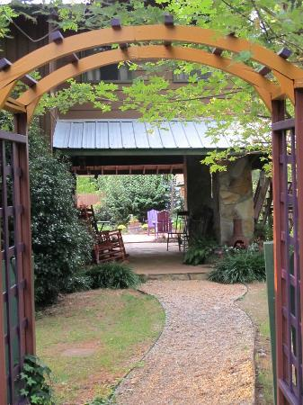Cedar House Inn &amp; Yurts: Returning home every day