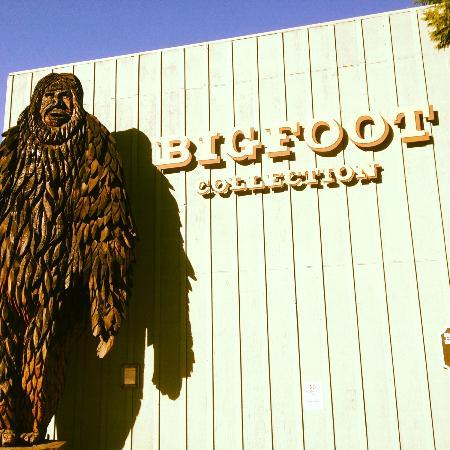 Willow Creek, Kalifornien: the wooden statue